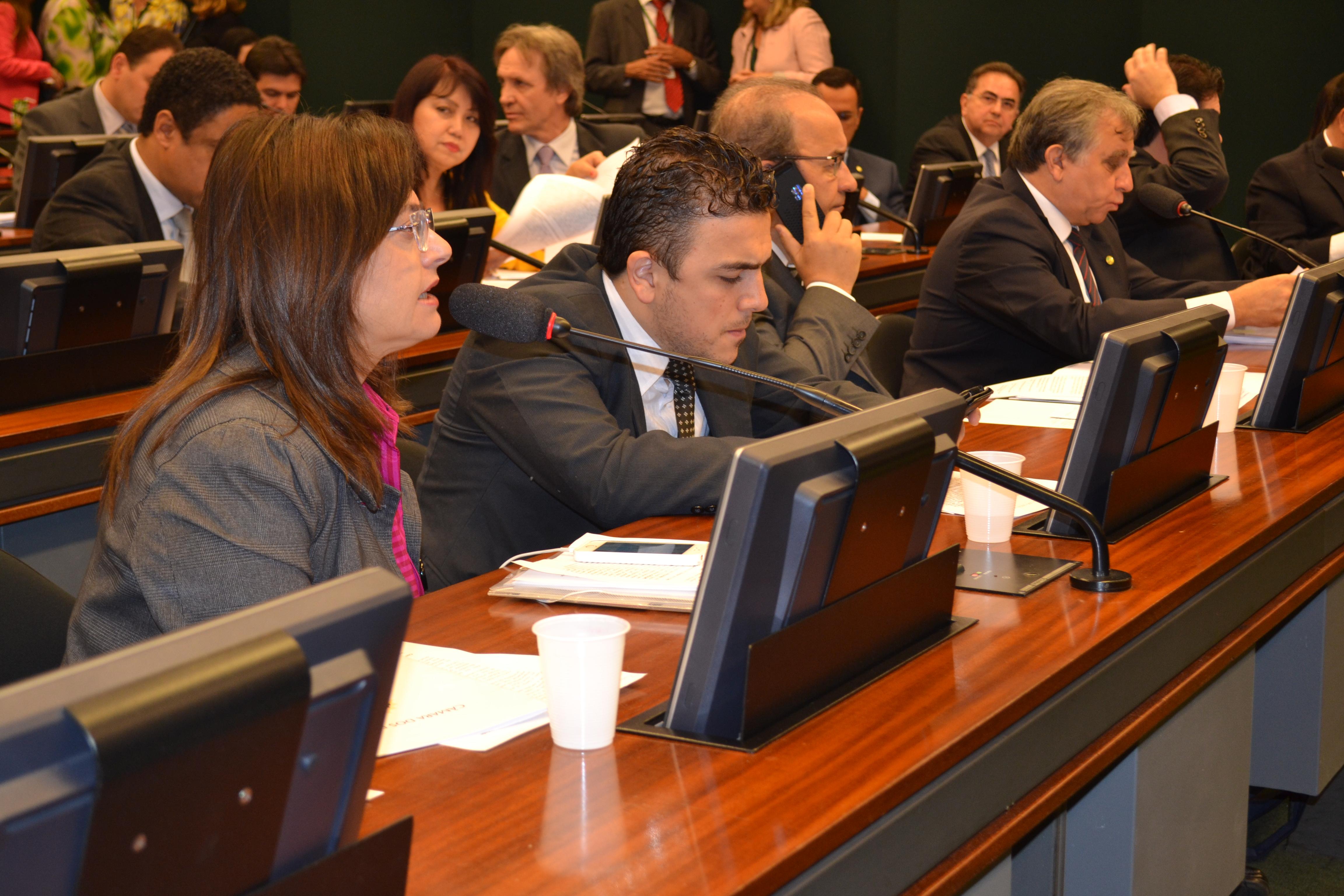 Alice Portugal na Comissão de Educação. Crédito: Assessoria de Comunicação da Deputada Alice Portugal