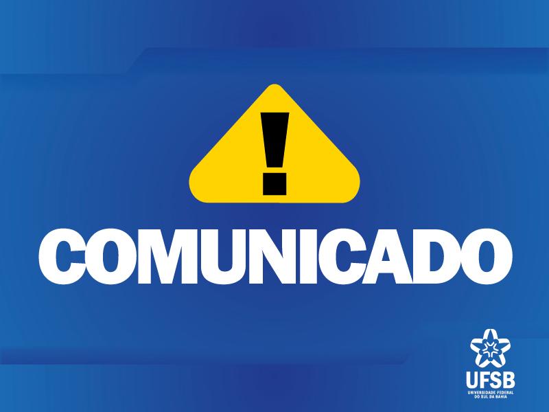 Sobre o fundo azul, aparece um triângulo amarelo com um sinal de interrogação na cor preta, com o símbolo da UFSB na parte inferior direita. Este cartaz indica a divulgação de um aviso ou comunicado da UFSB para seus públicos