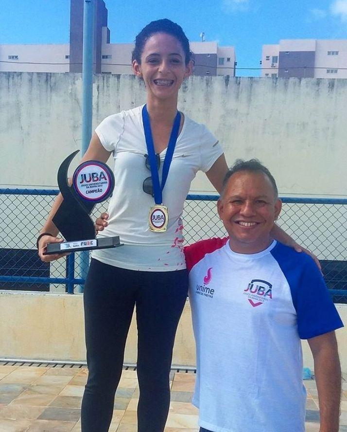 Amanda Ferreira, campeã na modalidade Artigos Academicos