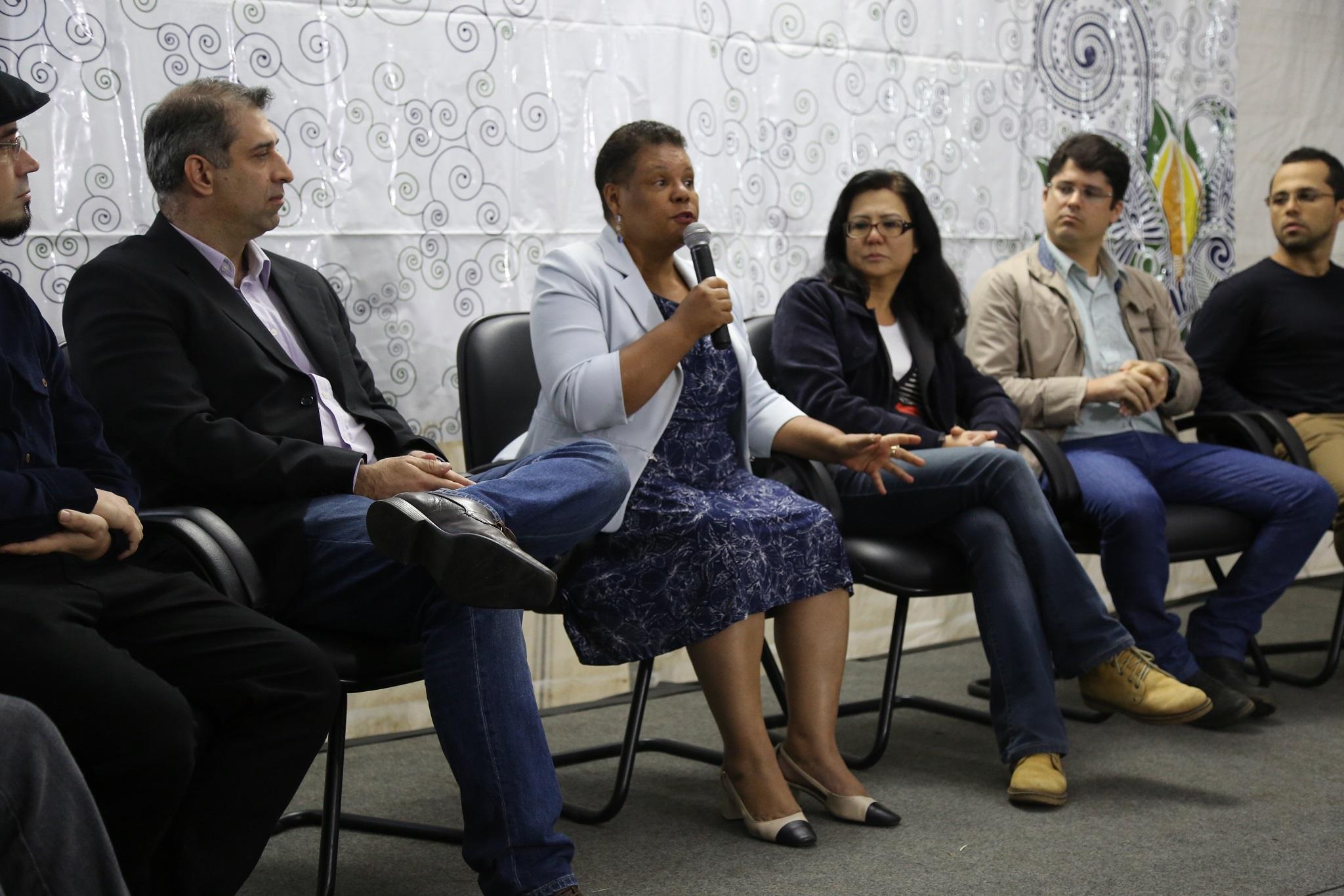 Professora Joana falou do contexto atual para a Educação e conclamou a comunidade a colaborar para melhorar a UFSB