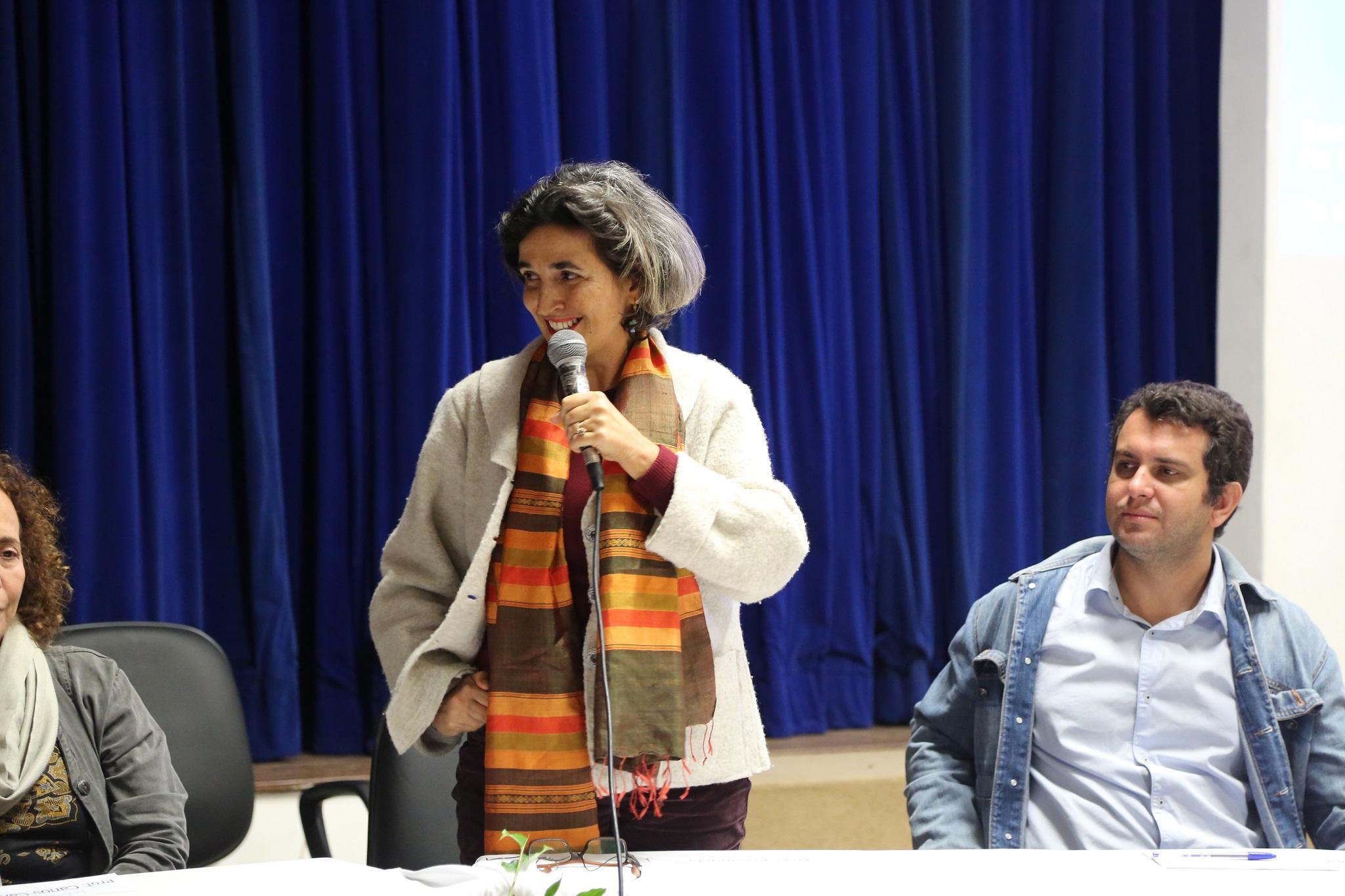 vice-decana protempore do IHAC CSC, professora Rosângela de Tugny