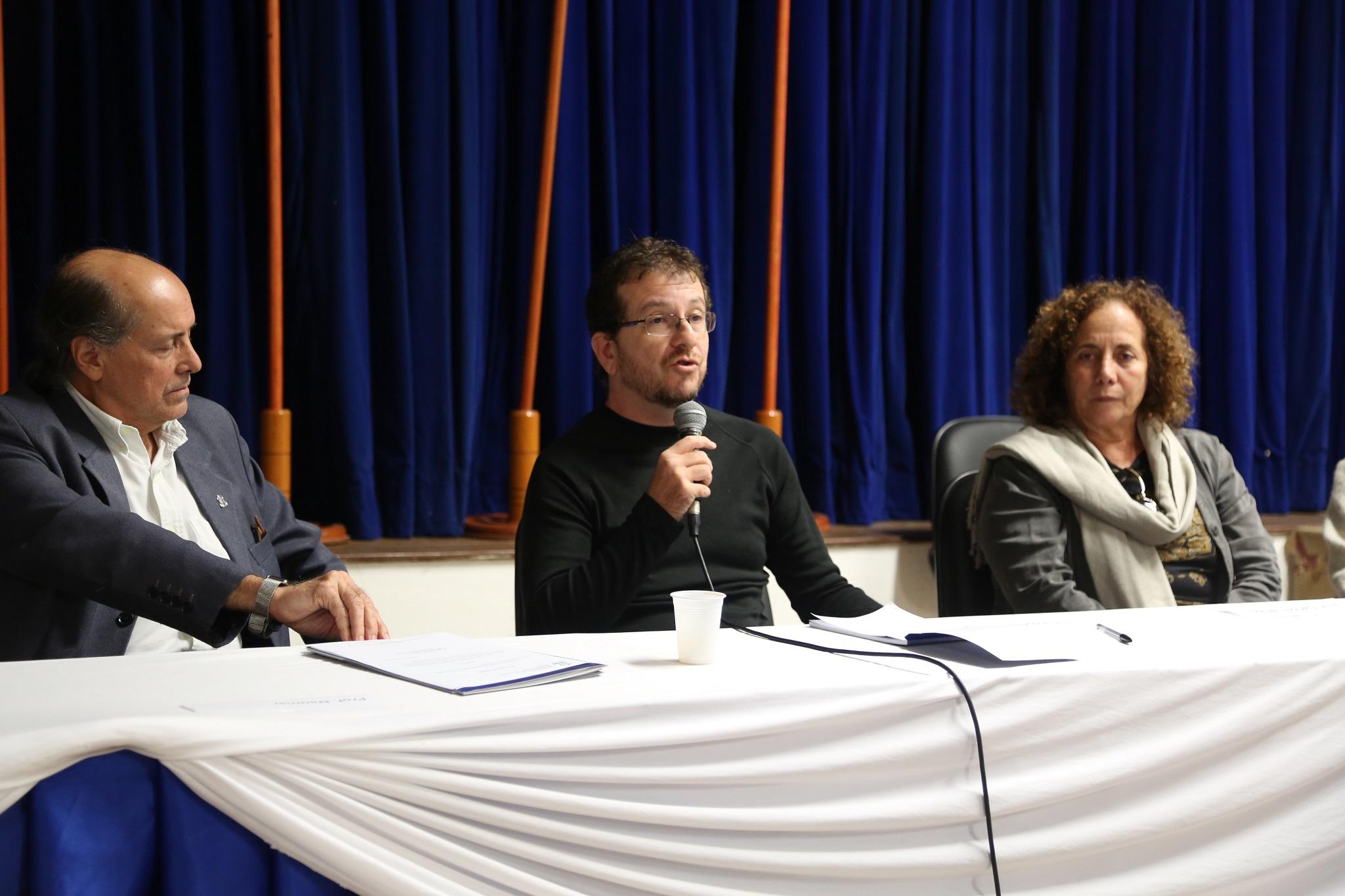 Decano pro tempore do IHAC CSC, professor Rogério Ferreira