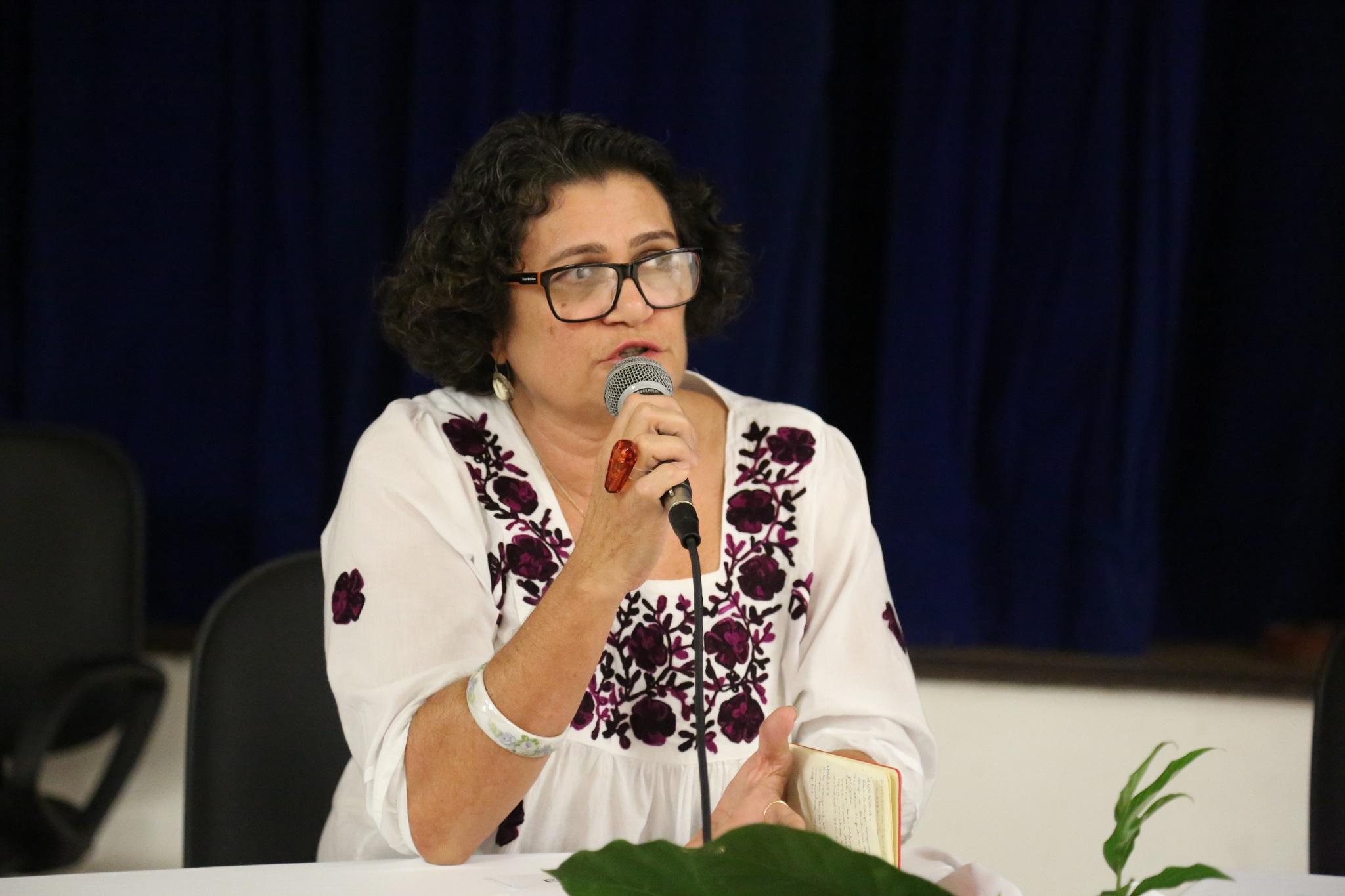 Vice-decana eleita do IHAC CSC, professora Ângela Maria Garcia