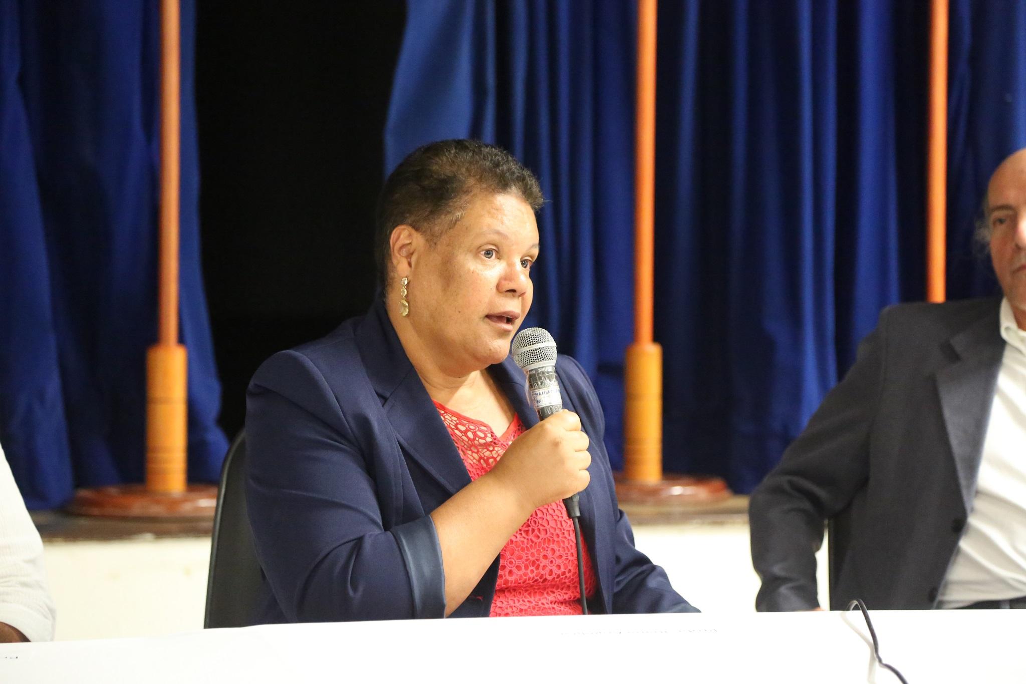 Vice-reitora, profª Joana Angélica Guimarães da Luz