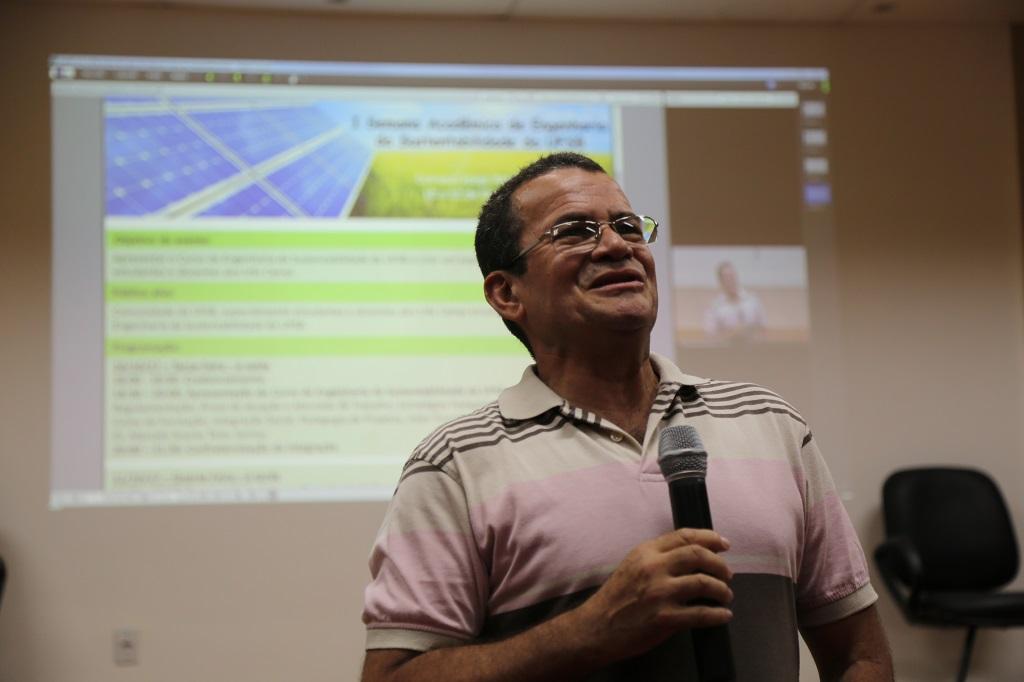 Decano do CFTCI, professor Robson Magalhães iniciou o evento