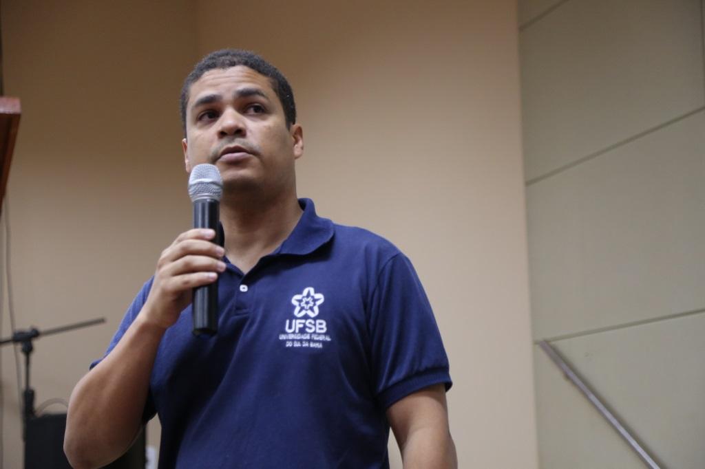 O professor Marcelo Soares Teles Santos expôs a proposta do curso