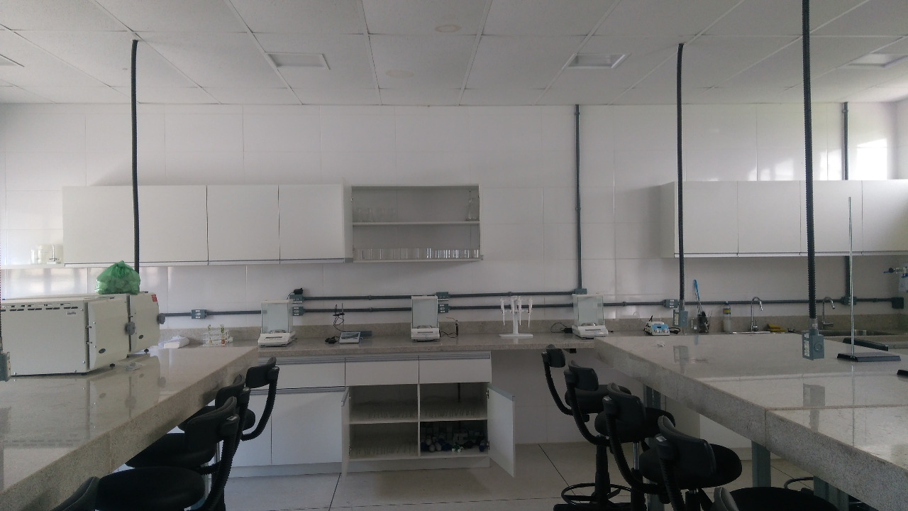 IMG-20180126-WA0006_Lab do Campus Paulo Freire com armários montados e equipamentos